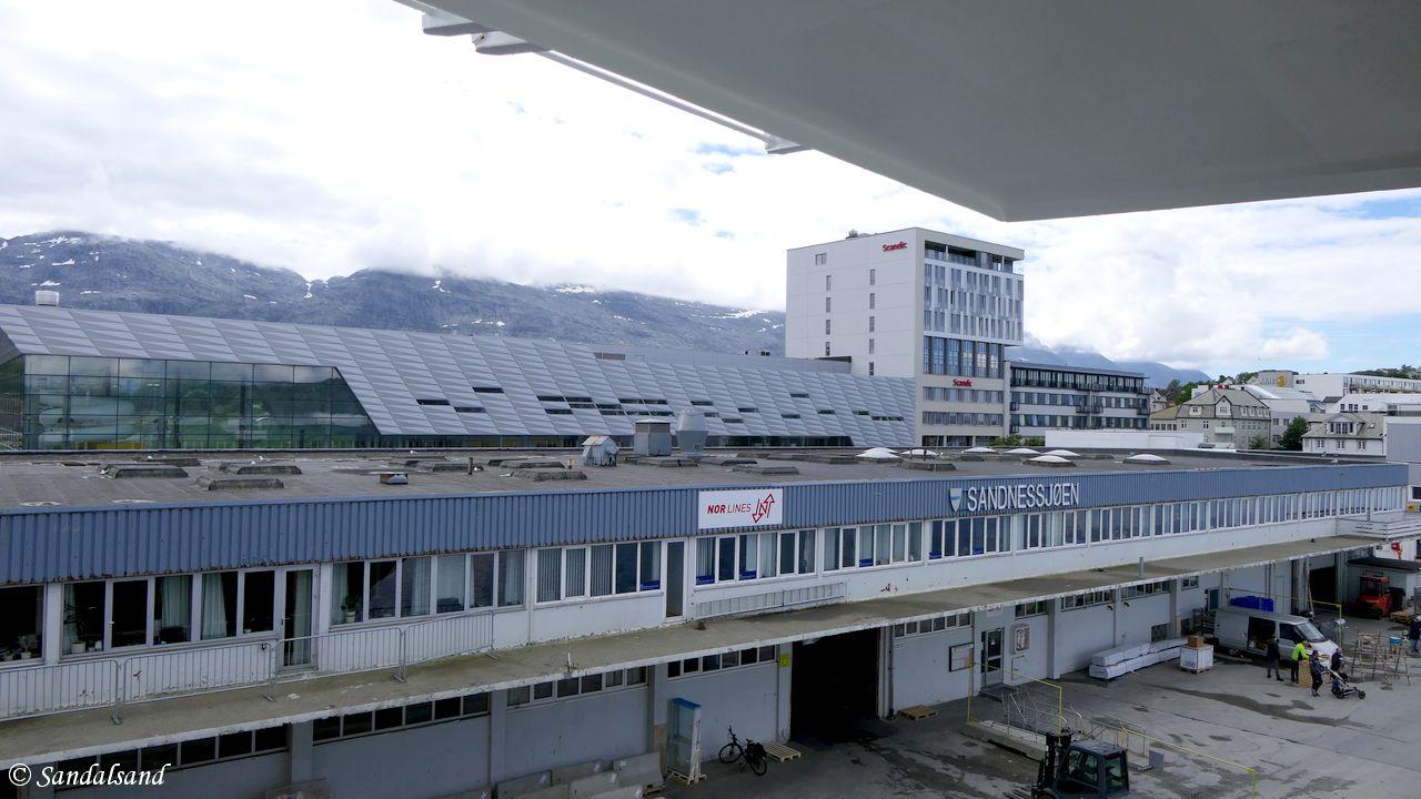 Nordland - Alstahaug - Sandnessjøen - Pakkhus på hurtigrutekaien, kulturhus og hotell bakenfor