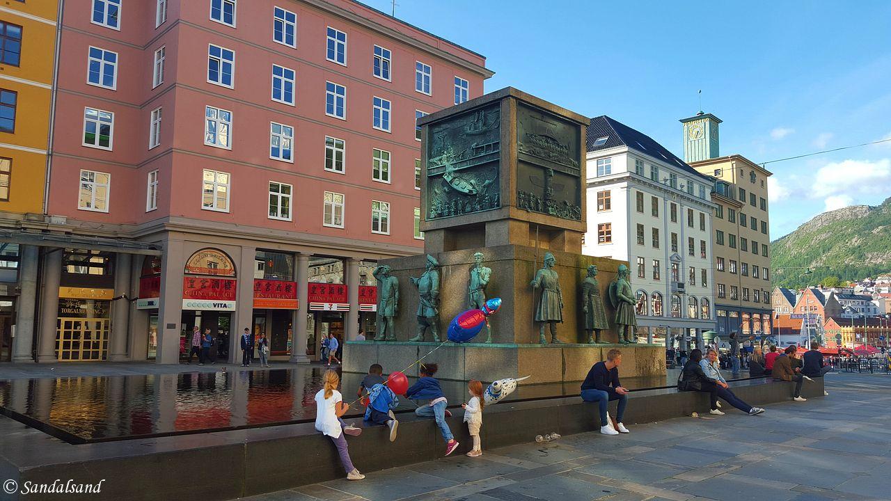 Hordaland - Bergen - Torgallmenningen - Skulptur - Sjøfartsmonumentet