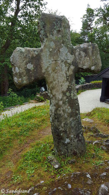 Hordaland - Bergen - Fantoft stavkirke - Steinkors fra Tjora