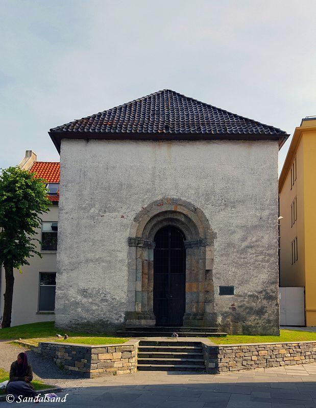 Hordaland - Bergen - Nonneseter kloster - Forhall til kirken