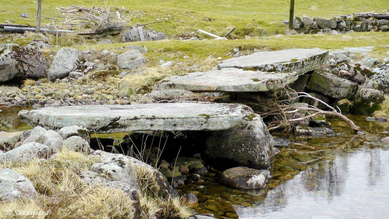 Rogaland - Bjerkreim - Gammel steinbro med heller på Birkeland