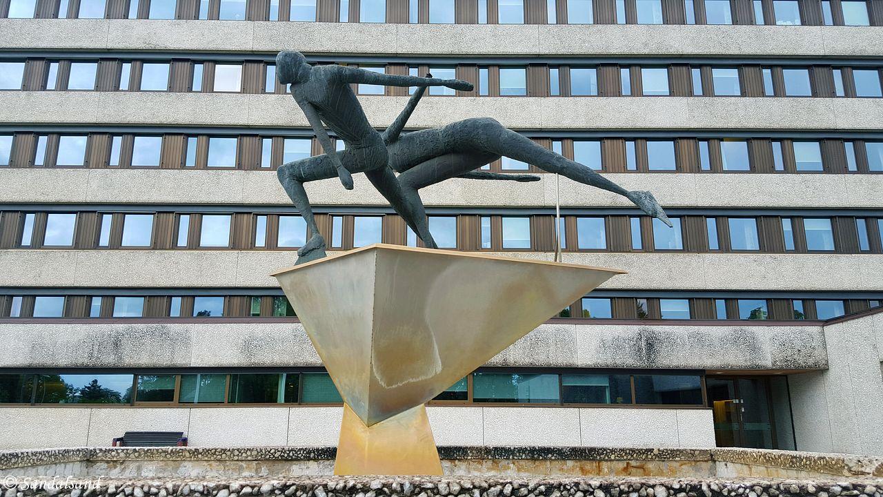 Hedmark - Hamar - Skulptur foran Fylkeskommunen