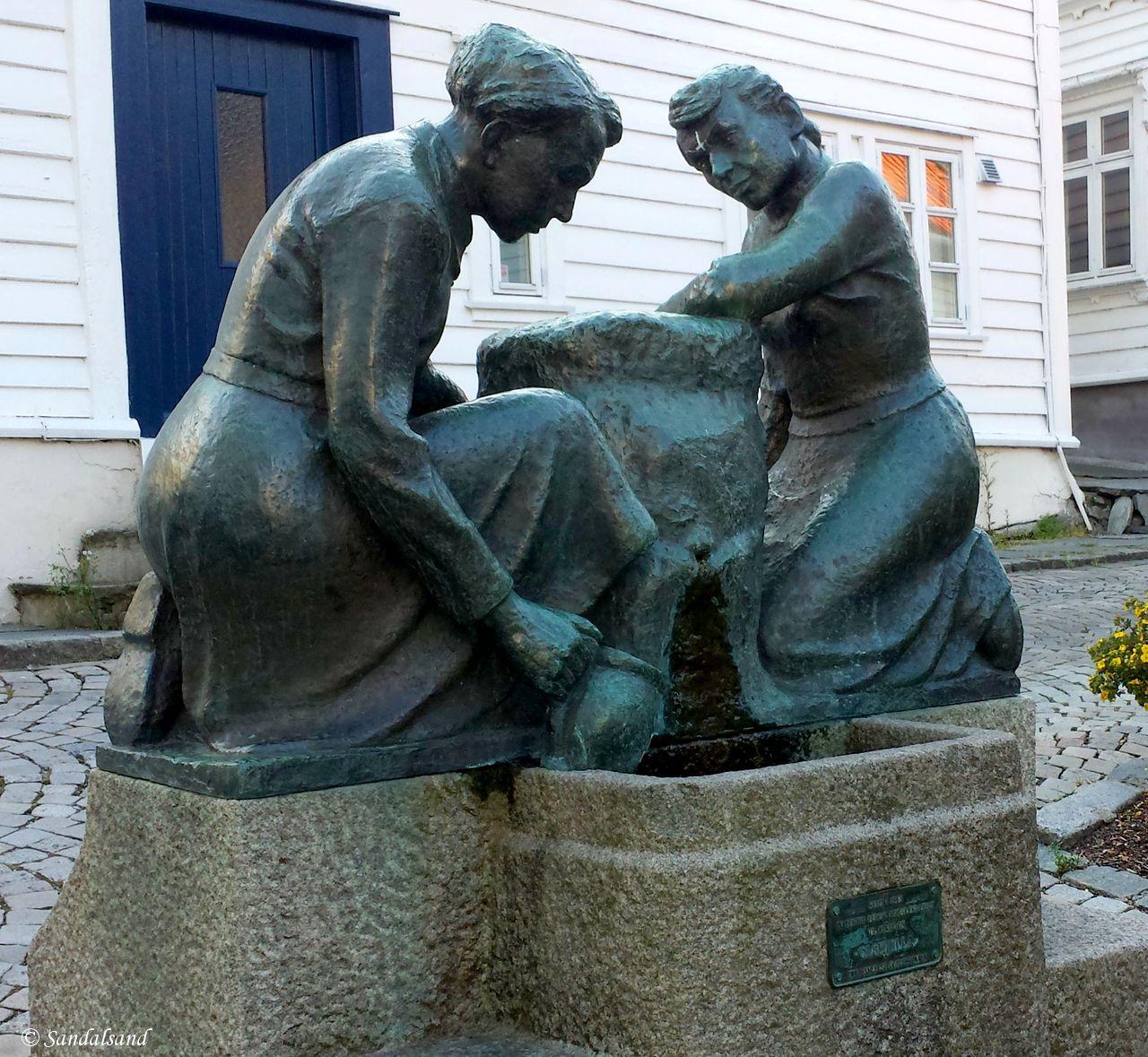 Rogaland - Stavanger - Skulptur - Kvinnene ved vannposten