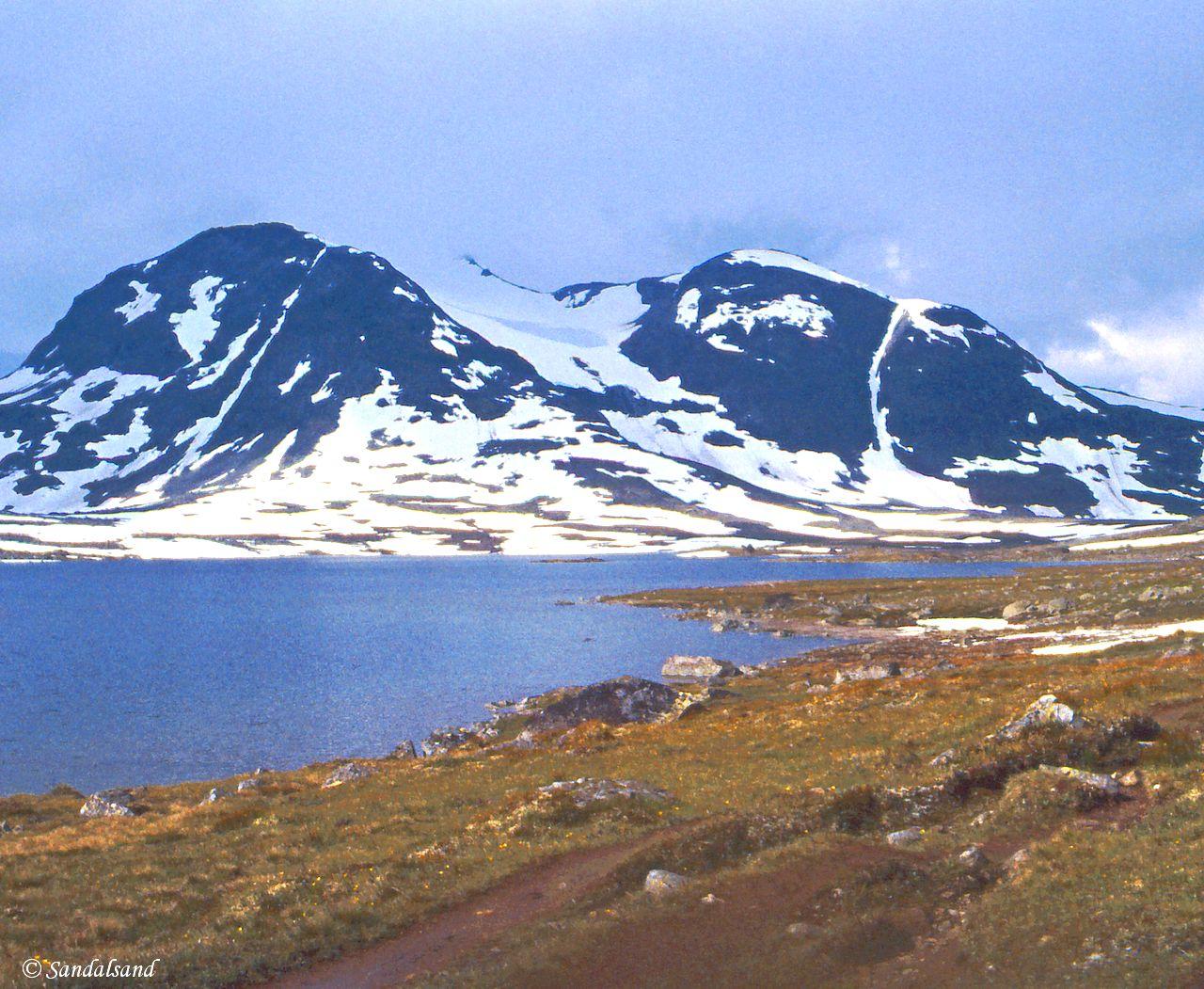 Oppland - Jotunheimen - Fra snø mot lavere grader ved Langvatnet