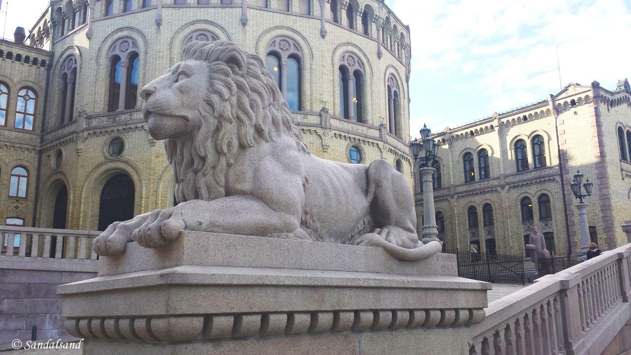 løvene utenfor stortinget