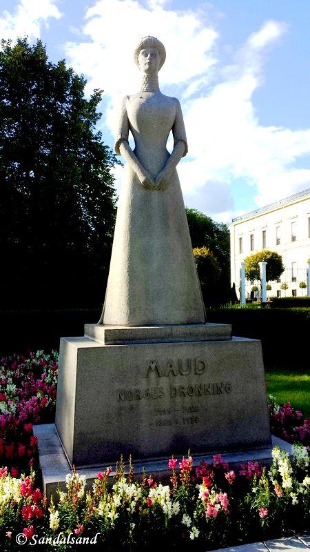 Oslo - Skulptur - Dronning Maud, ved slottet