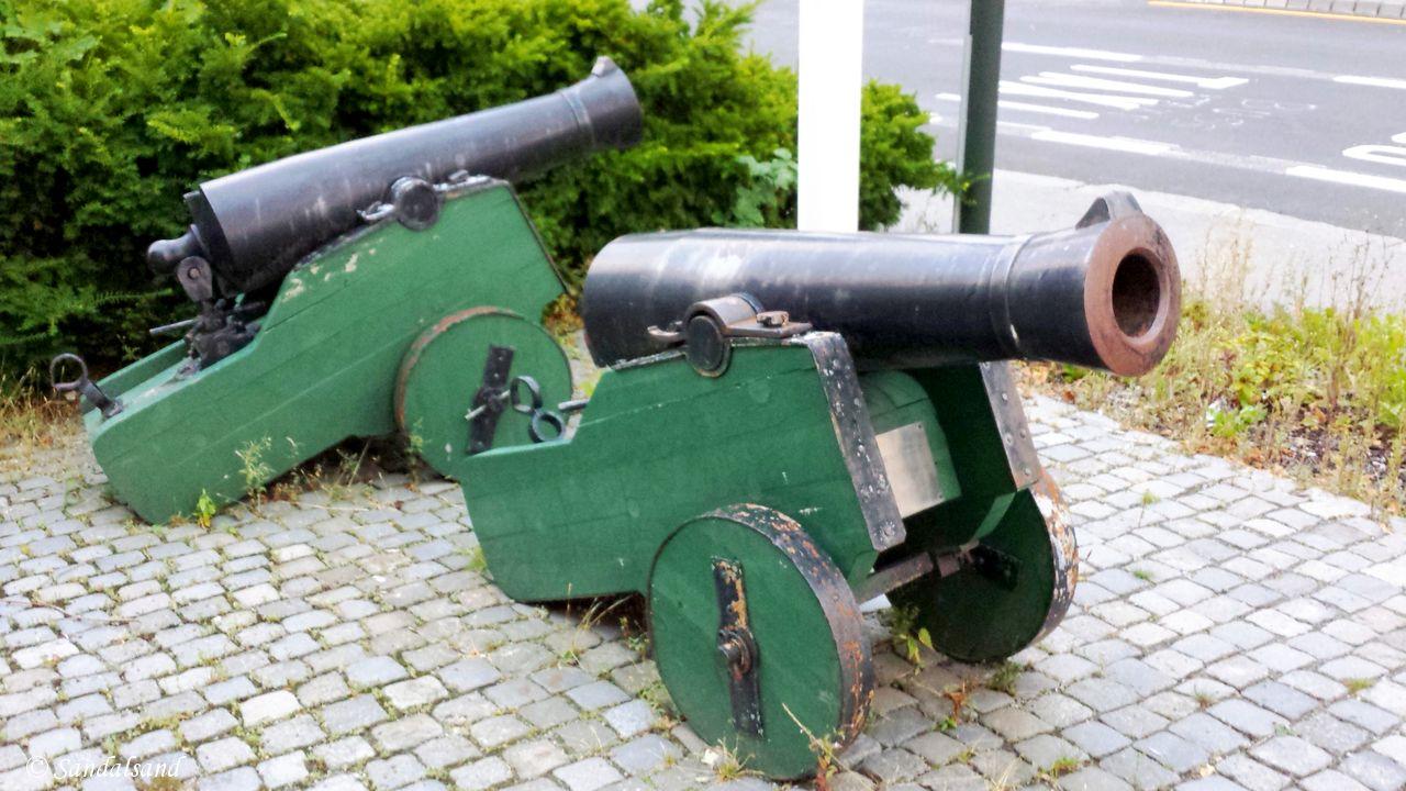 Rogaland - Stavanger - Kanoner ved brannstasjonen