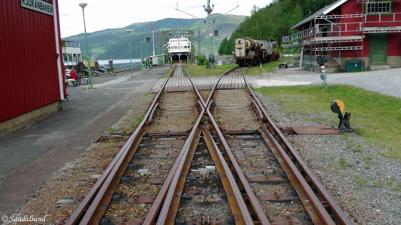 Telemark - Tinn - Mæl stasjon - MF Storegut ved enden av sporet