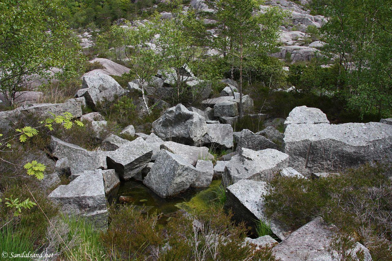 Rogaland - Tysvær - Borgøy - Rester av tidligere granittsteinbrudd