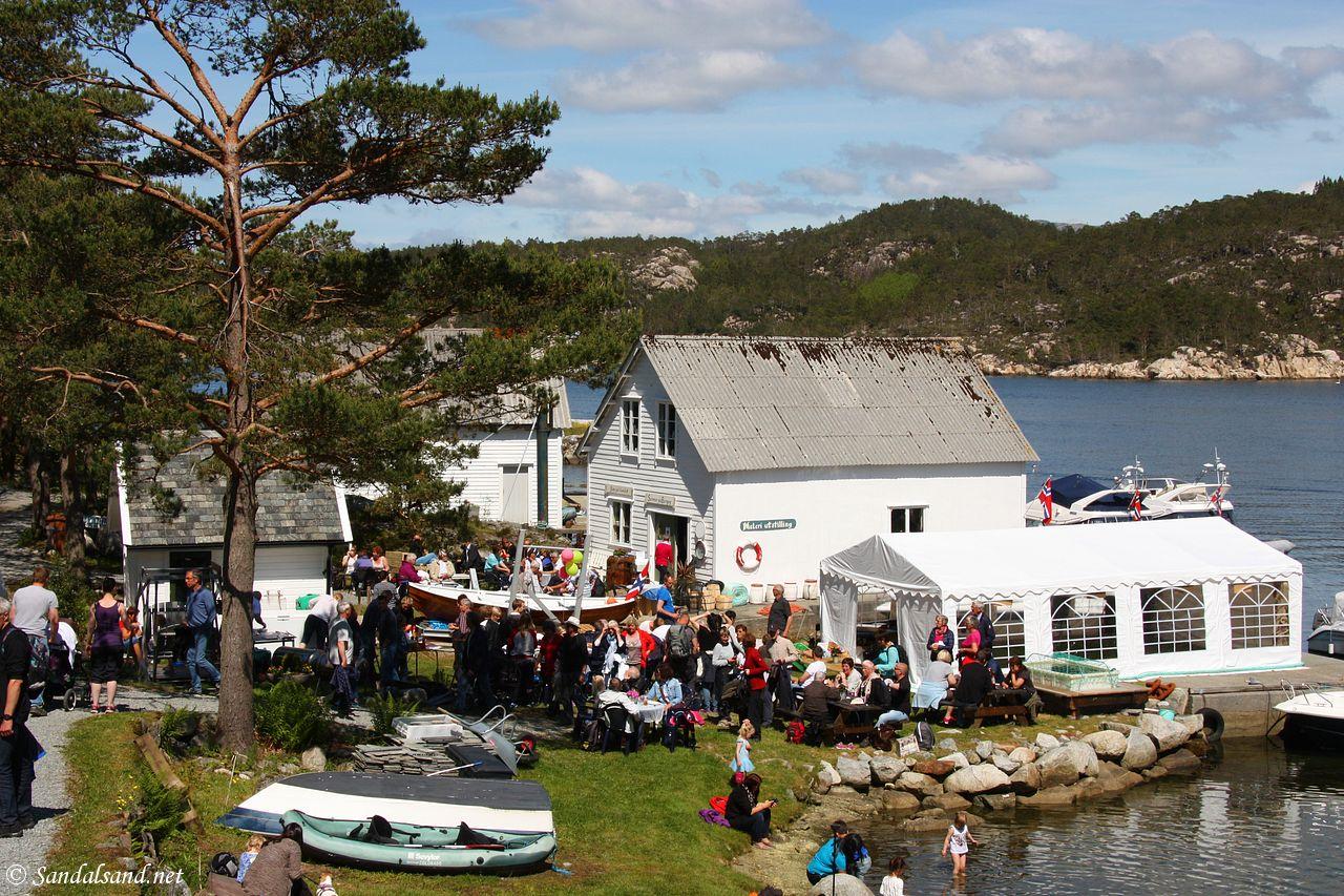 Rogaland - Tysvær - Borgøy - Sjøhuset til Roald og mye folk på Borgøydagen