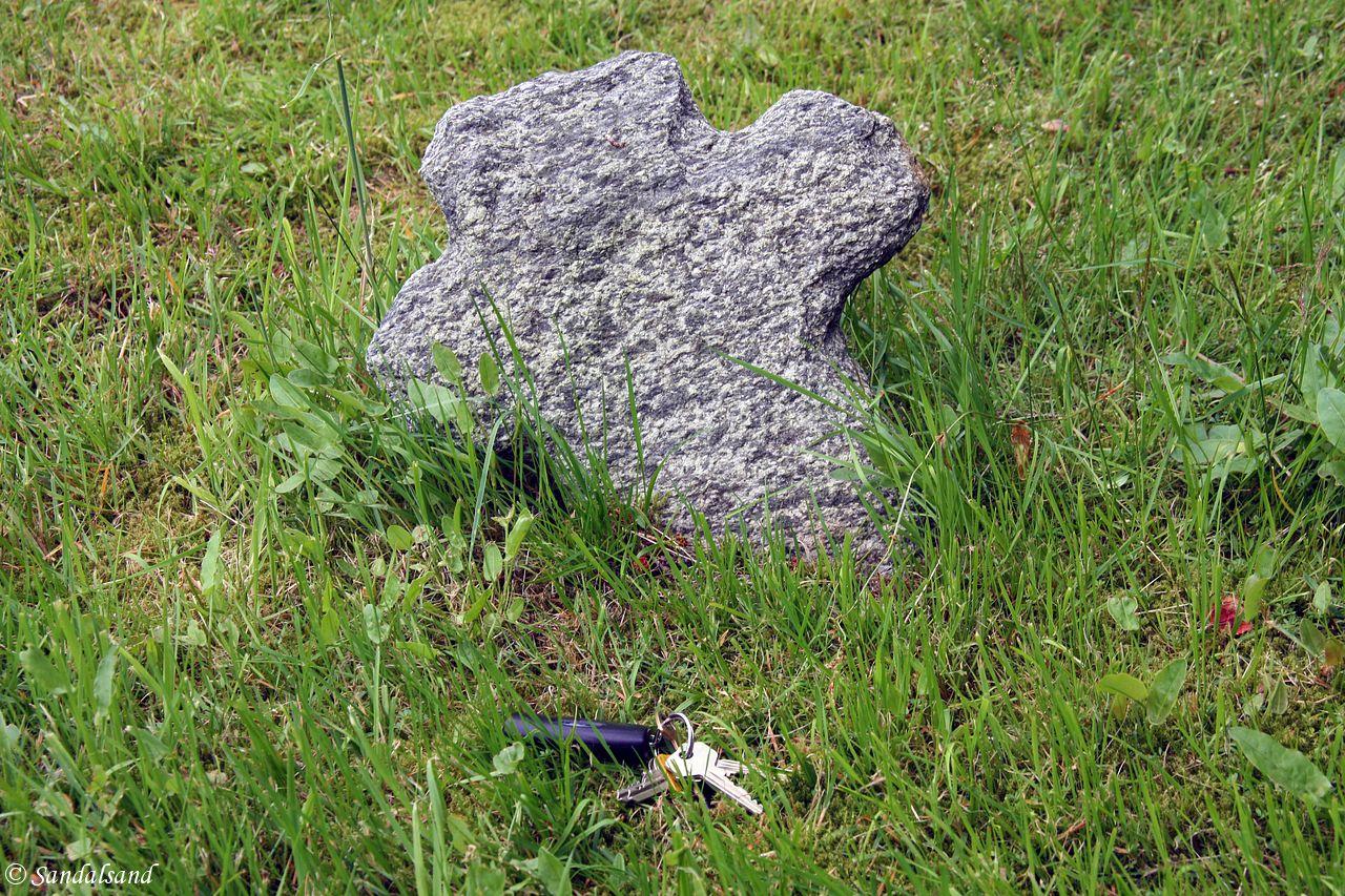 Rogaland - Vindafjord - Sandeid gamle kirkegård - Steinkors